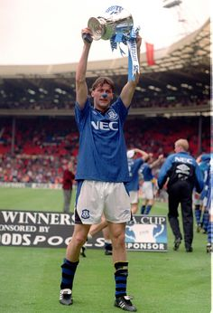 Everton's Duncan Ferguson celebrates the FA Cup Final win over Manchester United in 1995. Credit: Colorsport.