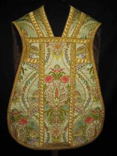 Gammarelli chasuble...gorgeous brocade and trim!