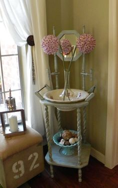 DIY for antique wash basin and stand Home Decor Styles, Home Decor Accessories, Antique Wash Stand, Shabby Chic Living Room, Hand Painted Furniture, Dream Decor, Traditional House, Bedroom Decor, Bedroom Ideas
