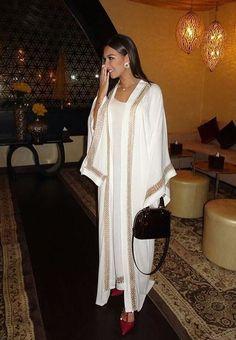 Tonight at MAC Cosmetic's Suhoor wearing ✨ Arab Fashion, Dubai Fashion, Muslim Fashion, Modest Fashion, Look Fashion, Fashion Outfits, Fashion Design, Mode Abaya, Mode Hijab