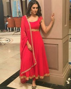 Beautiful anarkali dress with zari work. Designer Anarkali Dresses, Designer Party Wear Dresses, Salwar Dress, Indian Designer Outfits, Salwar Kameez, Anarkali Suits, Churidar, Punjabi Suits, Party Wear Indian Dresses