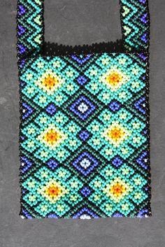 Huichol Art Cross Stitch Calculator, African Accessories, Mexican Designs, African Women, Bead Art, Beaded Embroidery, Perler Beads, Beading Patterns, Seed Beads