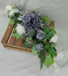 Black Flowers, Diy Flowers, Flower Decorations, Christmas Decorations, Funeral Flower Arrangements, Funeral Flowers, Floral Arrangements, Remembrance Flowers, Fall Diy