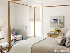 A local craftsman made the Shaker-style bed in the guest room.