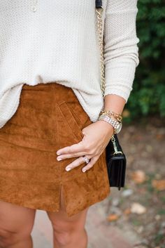 Wildleder Rock und Pullover Outfit für den Herbst Cristin Cooper The Southern Style Guid Fall Fashion Outfits, Fall Winter Outfits, Autumn Winter Fashion, Womens Fashion, Fashion Trends, Fall Fashion Women, Fall Fashion Skirts, Winter Shorts, Fashion Weeks