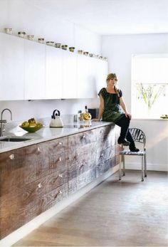 Timber Kitchen cabinets with white lacquer cabinets. I deeply desire Küchen Design, Layout Design, House Design, Kitchen Dinning, New Kitchen, Kitchen Ideas, 1960s Kitchen, Pantry Ideas, Dining