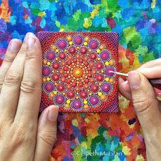 Dotillism Paintings Mandala on Stones, Canvas and Clothes Mandalas Painting, Mandalas Drawing, Dot Painting, Painting Flowers, Elspeth Mclean, Small Canvas, Painting Videos, Mandala Pattern, Sacred Geometry