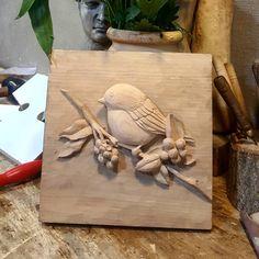 اثر هنرجو اجرا روی درب جعبه ۲۰×۲۰ چوب گلابی  #منبت #منبت_نوین  #هنر_دست  #طراحی #حجم_شناسی Carved Wood Wall Art, Clay Wall Art, Ceramic Wall Art, Clay Art Projects, Clay Crafts, Wood Crafts, Dremel Wood Carving, Wood Carving Art, Wood Carving Designs