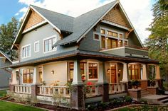 craftsman style bungalows –  love the wrap around porch with the tapered pillars and the subtle arching beams. Lovely!  Hope to own a home like this one day.