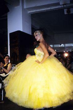 Linda Evangelista for John Galliano, 1995 #supermodel #90sfashion #90s supermodel