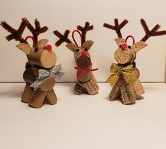 Recycled wine corks into adorable reindeer! Ready for a holiday tree to call their own! Country Christmas Crafts, Christmas Wine, Xmas Crafts, Handmade Christmas, Diy Crafts, Moose Crafts, Reindeer Craft, Reindeer Ornaments, Christmas Ornaments