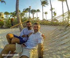 Fabio e Cleber em Aruba, no Caribe - Foto: Fabio Pastorello (Viagens Cine) Aruba é um destino gay-friendly, sem homofobia e onde casais homossexuais podem se sentir bem à vontade. Dá pra passar lua de mel ou até fazer como destination wedding.