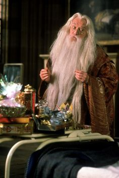 Richard Harris as Professor Albus Dumbledore in Harry Potter and the Philosopher's Stone Harry James Potter, Saga Harry Potter, Mundo Harry Potter, Harry Potter World, Richard Harris Harry Potter, Richard Harris Dumbledore, Albus Dumbledore, Severus Snape, Mean Girls