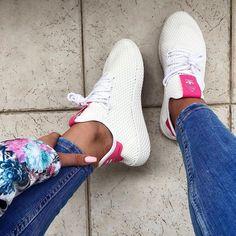 adidas Tennis HU // ein Sneaker von Pharrell Williams, perfekt für den Sommer! Foto: https://www.instagram.com/tinakasca/