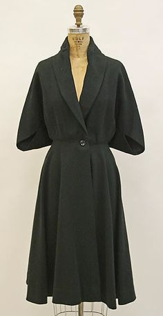 Coat Madame Grès (Alix Barton) (French, Paris Var region) Date… Madame Gres, Vintage Outfits, Vintage Dresses, 1950s Fashion, Vintage Fashion, Estilo Retro, Vestidos Vintage, Costume Institute, Vintage Mode