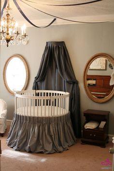 Phòng ngủ sành điệu và ấn tượng với chiếc giường tròn | aFamily