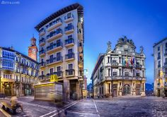 Plaza Consistorial (Pamplona) photo by domingo leiva http://www.flickr.com/photos/dleiva/8436599879/