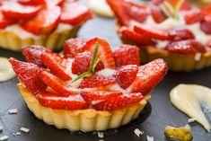 Minitarte cu capsuni Brownies, Sushi, Cheesecake, Deserts, Ethnic Recipes, Food, Pie, Cake Brownies, Cheesecakes