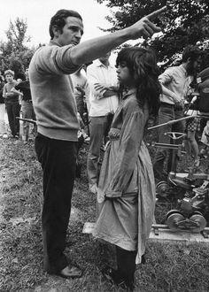 """François Truffaut dirige a Jean-Pierre Cargol en el rodaje de """"El pequeño salvaje"""" (L'Enfant Sauvage), 1970"""