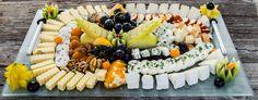 Platou cu branzeturi si fructe Acai Bowl, Catering, Sushi, Breakfast, Ethnic Recipes, Food, Acai Berry Bowl, Morning Coffee, Catering Business