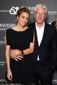 Richard Gere, cosies up to his gorgeous girlfriend Alejandra Silva, The Pretty Woman star was impeccably clad in a smart suit and crisp white shi. Richard Gere Girlfriend, Richard Gere Wife, Richard Gere Young, Leila George, Melanie Hamrick, Jennifer Flavin, Old Hollywood Actors, Kevin Kline, Celebrities Then And Now