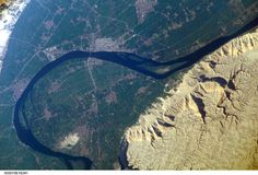 Nile river bend Luxor, Egypt, from #ISS, exp15, 2007. Picture: Astronaut Clayton Anderson
