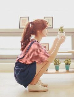 """awesome """"and love makes little things grow"""" (reminds me of this song…odd) CONTINUE READING Shared by: Cristiter Female Pose Reference, Pose Reference Photo, Drawing Reference Poses, Poses Silhouette, Mode Ulzzang, Ulzzang Style, Ulzzang Fashion, Figure Poses, Poses References"""