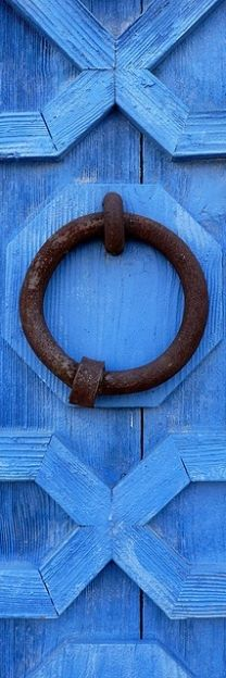 Cornflower blue door details | House of Beccaria~