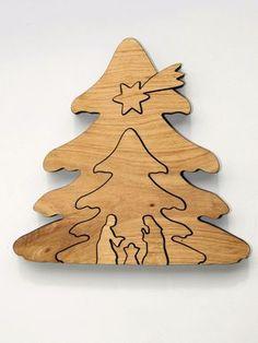 Diese **Krippe in Baumform** ist aus Erlenholz und nur auf die Konturen…