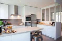 & & & & Epure and Design for a kitchen canopy Neuilly, Laurence Garrisson - Ct House Projects Kitchen Tile, Kitchen Dining, Kitchen Decor, Kitchen Interior, Interior Design Living Room, Kitchen Canopy, Mini Bar, Tile Countertops, Herd