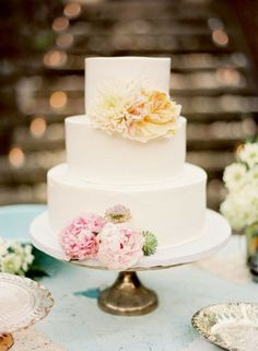 simple white cake with florals