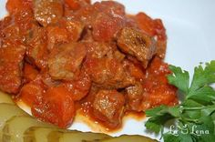Gulas de vita Romanian Food, Romanian Recipes, Carne, Bacon, Favorite Recipes, Beef, Chicken, Cooking, Ethnic Recipes