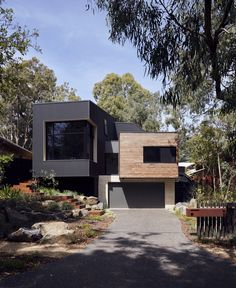 Completed in 2015 in Melbourne, Australia. Images by Tom Ross. This family home is nestled amongst the gums, cantilevering dramatically over the sloped site so it feels more like a treehouse than a regular home. ...