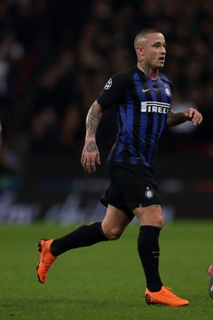 Radja Nainggolan of FC Internazionale during the Group B match of the. Wembley Stadium, As Roma, Uefa Champions League, Tottenham Hotspur, Football Players, Soccer, Sporty, The Unit, London United