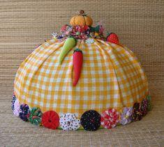 Tampa para bolo em plástico, revestida com tecido xadrez laranja e branco…