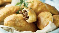 Empanadas argentine: gustoso finger food - Tgcom24 Empanadas, Finger Foods, Baked Potato, Hamburger, Bread, Baking, Ethnic Recipes, Finger Food, Bakken