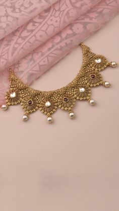 A flourish of craftmanship on the AZVA gold necklace, inspired by seven Pearl Necklace Designs, Jewelry Design Earrings, Gold Earrings Designs, Gold Necklace, Gold Bangles Design, Gold Jewellery Design, Gold Temple Jewellery, Gold Jewelry, Bridal Jewelry Vintage