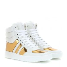 Gucci Leather High-Top Sneakers ($320) ❤ liked on Polyvore featuring shoes, sneakers, sapatos, white, white high top shoes, white high top sneakers, gucci shoes, leather shoes and white trainers