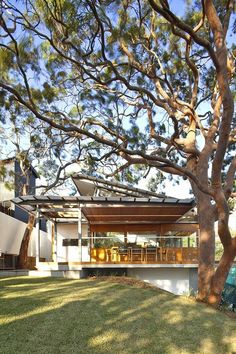 Angophora House, designed by architect Richard Cole Architecture , is a pavilion-plan, where the design has been informed by the location. Interior And Exterior Angles, Design Exterior, Halls, Modern House Design, Interior Architecture, Beautiful Homes, Building A House, Home And Garden, New Homes