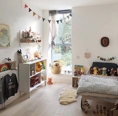 kleinkind zimmer Cute childrens room with pops of colour Big Boy Bedrooms, Kids Bedroom, Creative Kids Rooms, Toddler Rooms, Kids Room Design, Kids Decor, Home Decor, Baby Room Decor, Kid Spaces