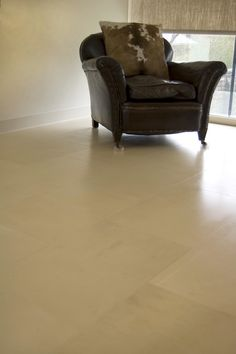 In the open plan kitchen family room we used a honed 600 x 400 Sahara Limestone with a honed finish which was then overlaid with a coat of varnish to add a gentle sheen. #saharalimestone #flooring #limestone #www.montpellier.co.uk