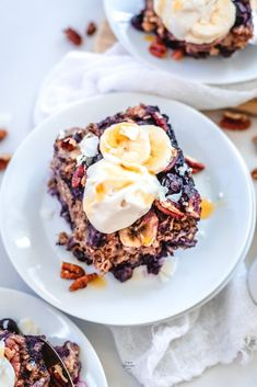 Easy Blueberry and Banana Baked Oatmeal. Healthy and vegan breakfast recipe. Baked Oatmeal Recipes, Oats Recipes, Gourmet Breakfast, Vegan Breakfast Recipes, Best Gluten Free Recipes, Delicious Vegan Recipes, Processed Sugar, Sweet Potato Casserole, Vegan Sweets