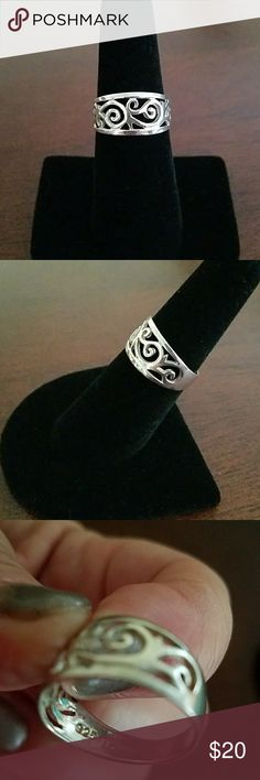 Sterling silver ring Pretty cut out design. Stamped 925. Jewelry Rings
