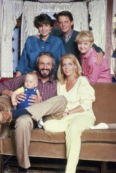 Still of Michael J. Fox, Justine Bateman, Meredith Baxter, Tina Yothers, Brian Bonsall and Michael Gross in Family Ties