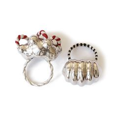 Olga Marques  Charlie, Beetlejuice | rings | 2016 | silver, enamel | 40x30x20mm, 37x30x20mm