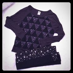 ⚡️SUNDAY SALE⚡️RARE VS Pink Galaxy Outfit Bundle Rare discontinued pieces from Victoria's Secret Pink galaxy collection! Comfy set of a banded triangle galaxy print long sleeve tee and galaxy leggings with a black side stripe. Super cute worn as an outfit or as separate pieces. Leggings are a XS and top is a S. Both are brand new and come in their original online order bags. Also will be listed separately! PINK Victoria's Secret Pants Leggings
