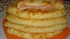 Šunkovo-syrové placky z kefírového cestíčka: Blesková večera bez váhy a odmerky! Kefir, Sausage, French Toast, Meals, Cookies, Breakfast, Food, Pizza, Breakfast Cafe