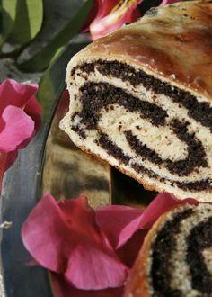 Mohnkuchen | jamie Magazin  Poppyseed Cake - very traditional german christmas dessert - who knew Jamie Oliver had a german magazine?!