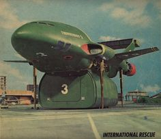 Thunderbird 2 Type 6 - under the nose, note white on the left above the row of 3 sets of dots above the yellow stripe