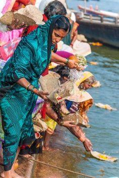 Hindu ritual in the Ganges ჱ ܓ ჱ ᴀ ρᴇᴀcᴇғυʟ ρᴀʀᴀᴅısᴇ ჱ ܓ ჱ ✿⊱╮ ♡ ❊ ** Buona giornata ** ❊ ~ ❤✿❤ ♫ ♥ X ღɱɧღ ❤ ~ Fr 06th Feb 2015